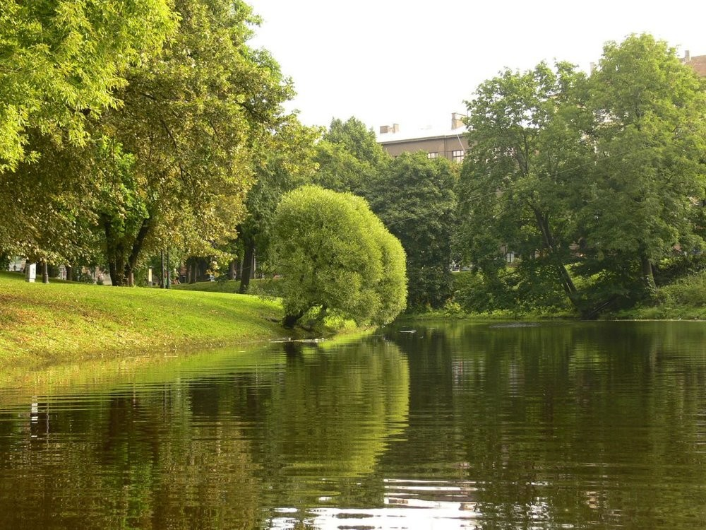 ACTIVE / LATVIA / KAYAKING IN RIGA CITY CANAL