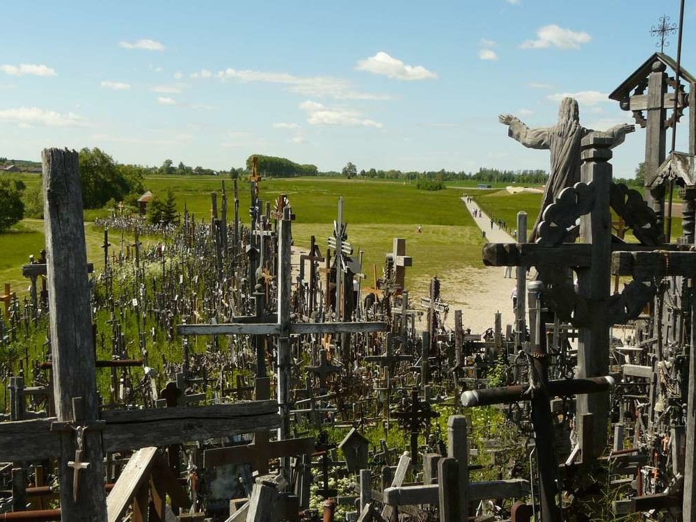 TRANSFER / RIGA - VILNIUS (RUNDALE PALACE, HILL OF CROSSES)