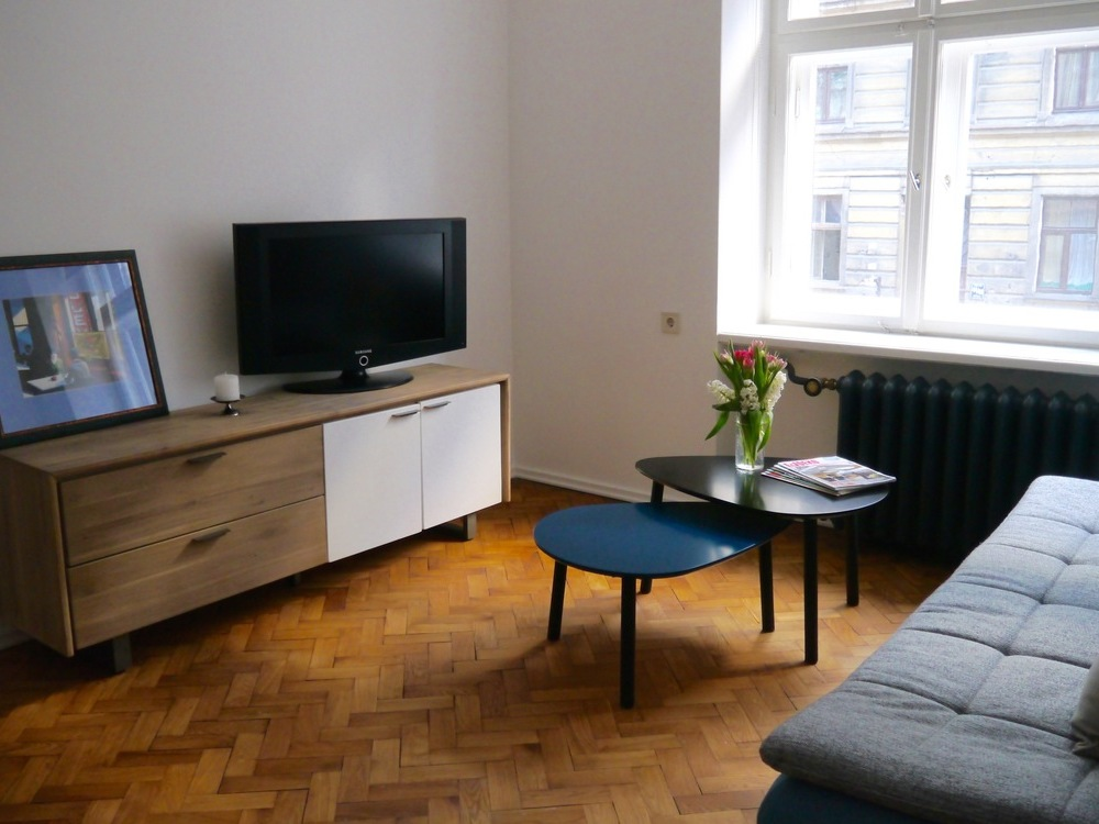 Just renovated Knights st apartment (Tour Point recommend)
