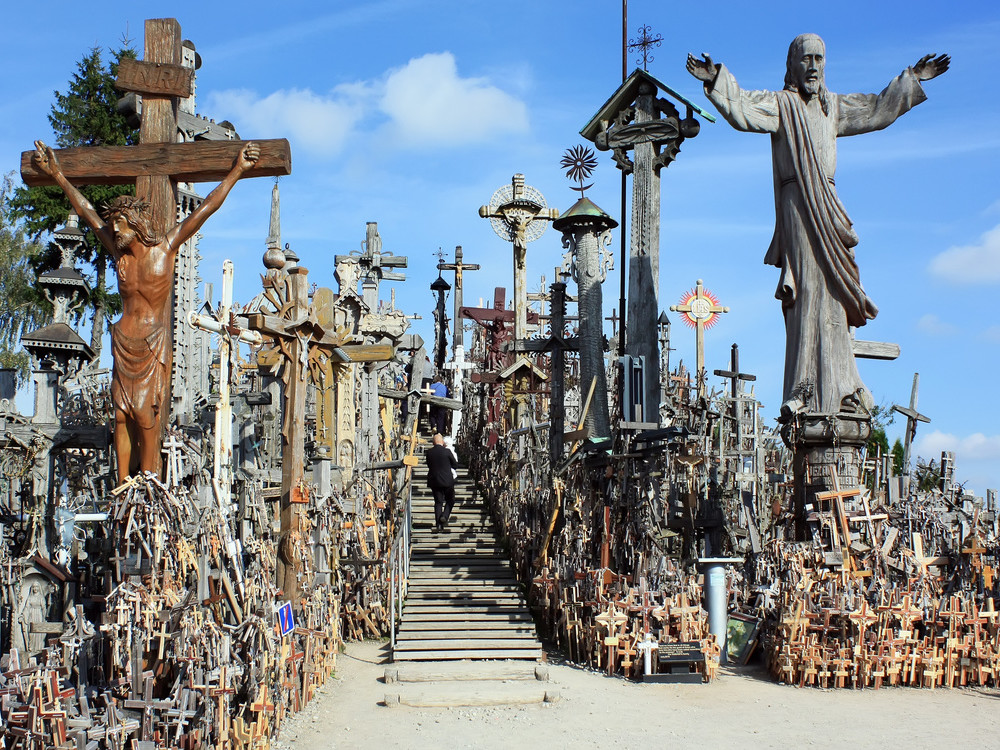 TRANSFER / VILNIUS - RIGA (HILL OF CROSSES, RUNDALE PALACE)